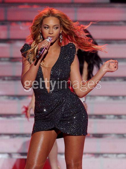 beyonce-at-american-idol-2011-finale
