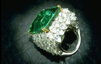 Emerald-diamonds-ring