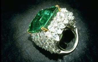 Emerald-diamonds-ring