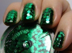 Emerald-metalic-nail-polish