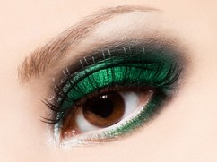 Emerald-eye-shadow-make-up